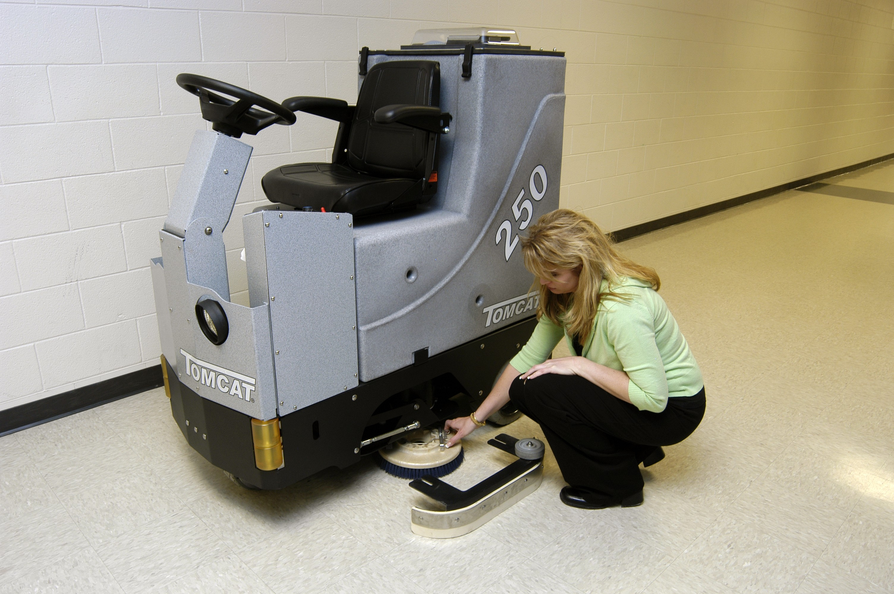 Floor scrubber dryer gtx rider commercial floor cleaning for Floor scrubber